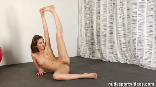 Flexible naked gymnast girl stretching her sexy legs