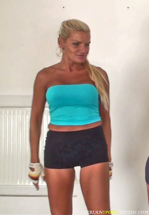 Tanned lesbian mature trainer Kelly wants to seduce
