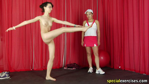 Nude sport alternate leg raises by a submissive trainee